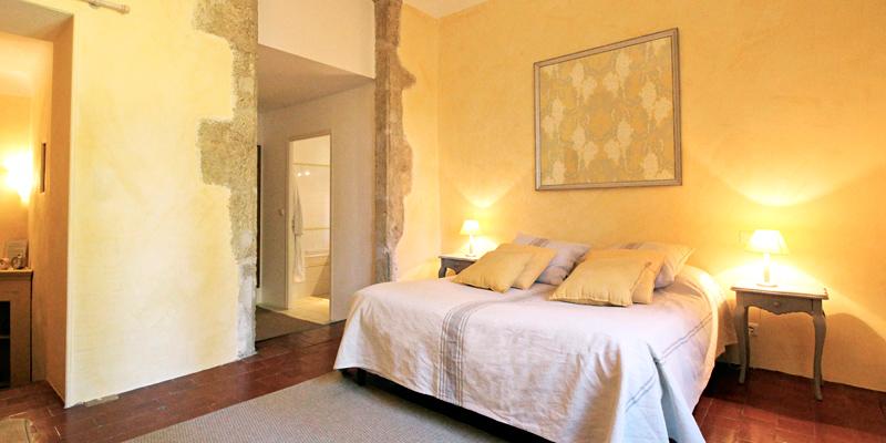 LA-CARRAIRE_chambre_4.jpg