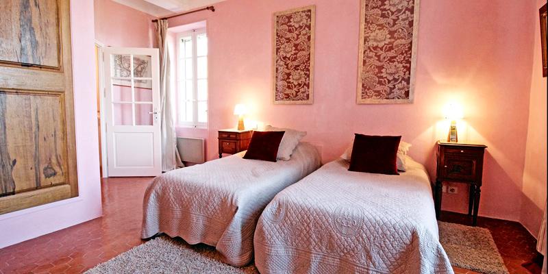 LA-CARRAIRE_chambre_5.jpg